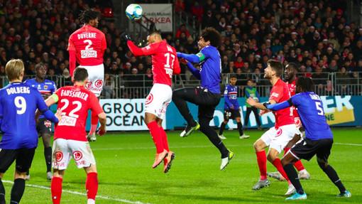 Brest - Nizza, una fase di gioco (foto tratta dal sito dell'OGC Nice)