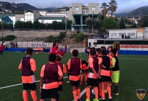 """Entra nel vivo la Ponente Genoa Academy, tecnici rossoblu al """"Ciccio Ozenda"""" per l'allenamento degli Esordienti (FOTO)"""