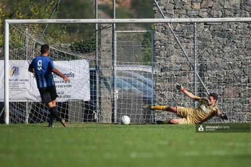 Lenny Castagna a segno con l'Imperia contro l'Albenga: per l'attaccante 5 centri stagionali (foto Simone Ferraro)