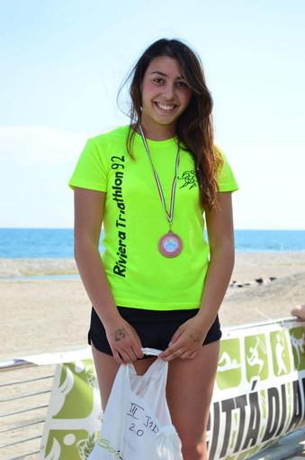 Triathlon: Vittoria Bergamini (Riviera 1992) protagonista della gara 'Dritti all'Isola' ad Albenga (Foto)