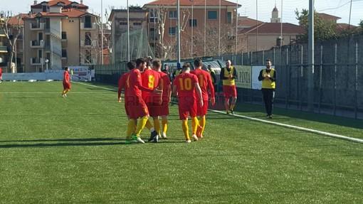 Il Taggia festeggia una delle reti realizzate alla Dianese & Golfo: ora per i giallorossi la doppia sfida contro Loanesi e Ospedaletti