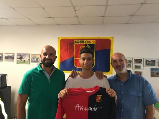 Il Direttore Generale della Dianese&Golfo Francesco Bregolin, l'attaccante Denis Mehmetaj e il Direttore Sportivo giallorossoblu Salvatore Curri