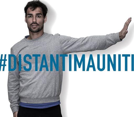 Fabio Fognini nello slogan #DISTANTIMAUNITI (foto Instagram)