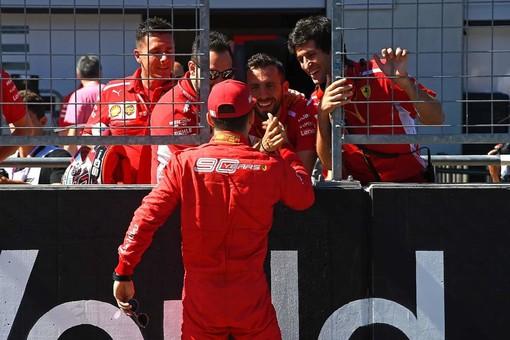 Formula 1. In Austria i sogni di gloria di Leclerc si infrangono contro il fenomeno Verstappen. Il monegasco è secondo al traguardo