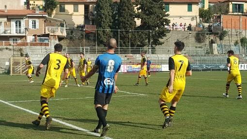 Calcio, Eccellenza. Imperia-Alassio FC 2-0: riviviamo il match negli scatti di Christian Flammia (FOTO)