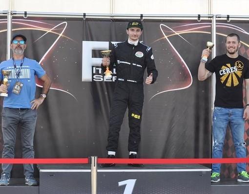 Il pilota sanremese Kevin Liguori festeggia la vittoria a Cremona