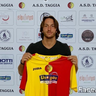 L'attaccante classe 1999 Luca Gambacorta resta al Taggia