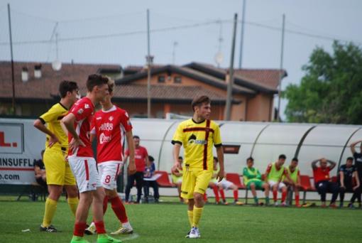 Luis Manini, ex attaccante dell'Imperia, in azione con la maglia della Pro Piacenza