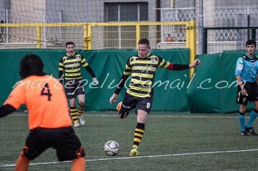 Manuel Scaglione in azione con la maglia dell'Alassio FC