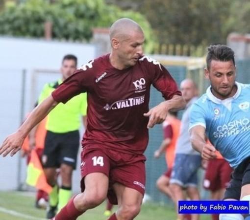 Luca Musumarra in azione con la maglia del Ventimiglia