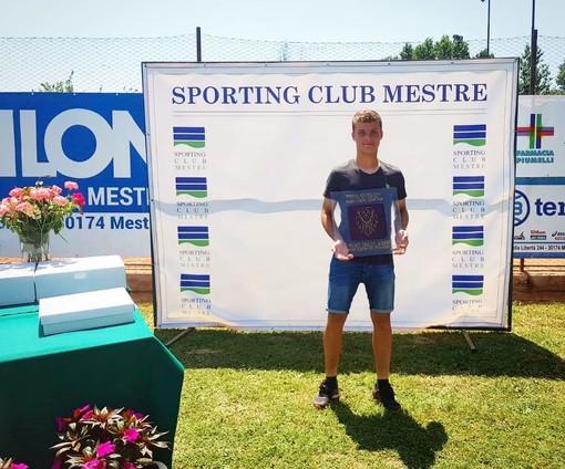 Mirko Lagasio, tennista sanremese di 16 anni, dopo il trionfo nel torneo internazionale di Mestre