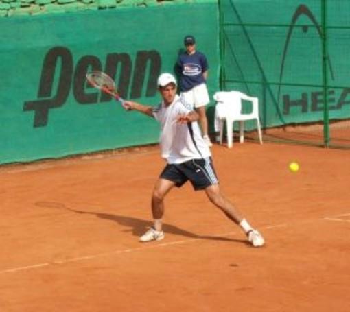Nole Djokovic in azione sulla terra rossa del Tennis Club Sanremo
