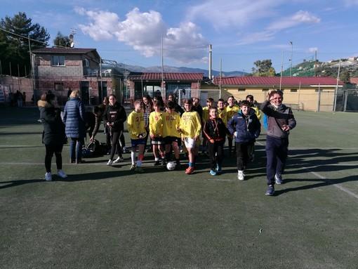 Calcio a 5. Le ragazze della Scuola Media Nobel campionesse regionali