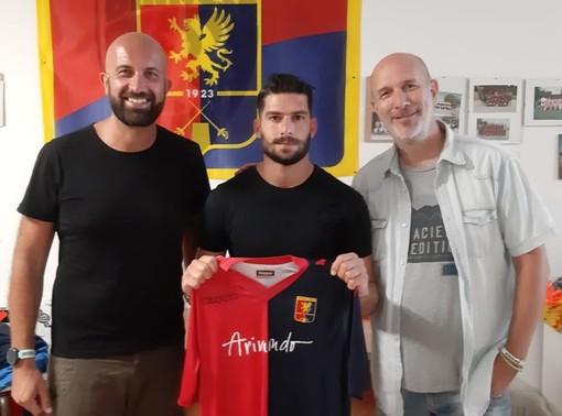 Nella foto il Direttore Generale giallorossoblu Francesco Bregolin, l'attaccante Tselepis e il Direttore Sportivo Salvatore Curri