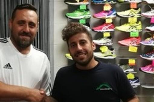 Marco Campagnani, centrocampista della Carlin's Boys con il Direttore Sportivo dei neroazzurri Fabio Mesiano