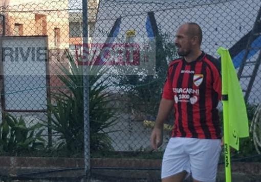 Alfredo Cariello in azione con la maglia dell'Atletico Argentina