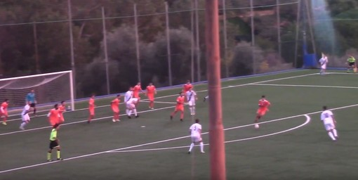 Calcio, Albenga: la bordata di Costantini vale la vittoria ad Ospedaletti (VIDEO)