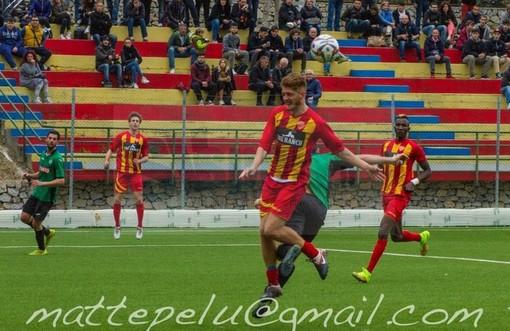 Calcio, Campomorone - Finale: Vittori sbaglia dal dischetto, Curabba punisce il Finale ed elimina i giallorossi